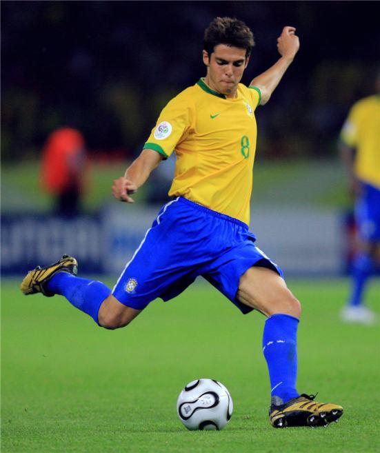 Kaká jugando con Brasil