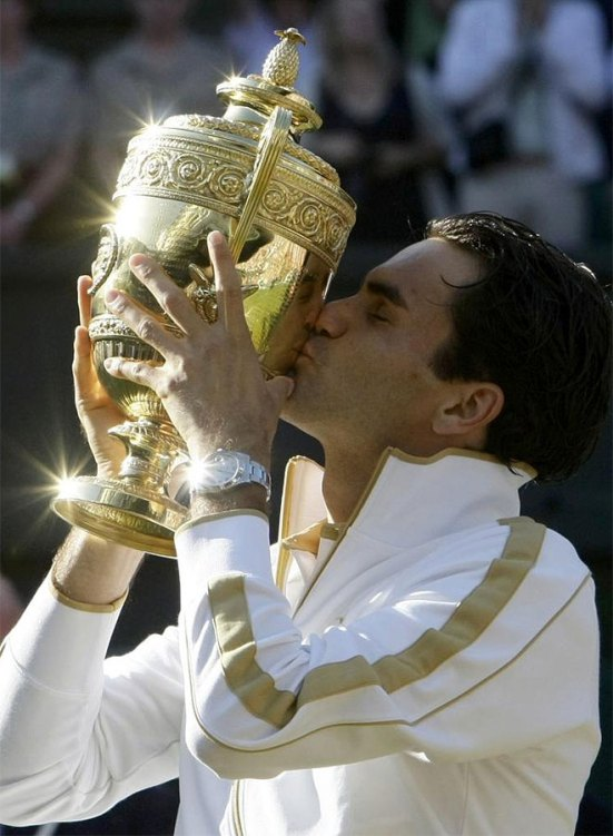 Roger besa su 6º Wimbledon