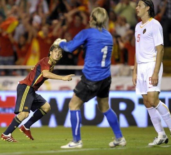 Silva marca el primero de España