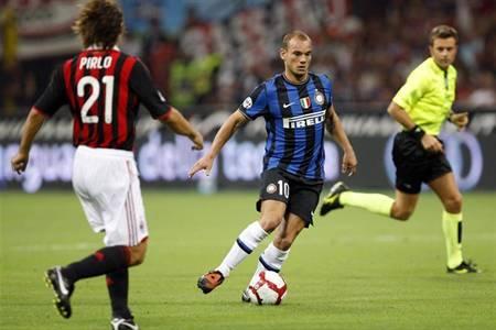 Sneijder en su debut contra el AC Milan