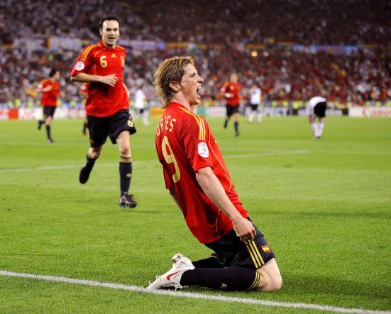 Torres celebra el gol a Alemania en al final de Viena